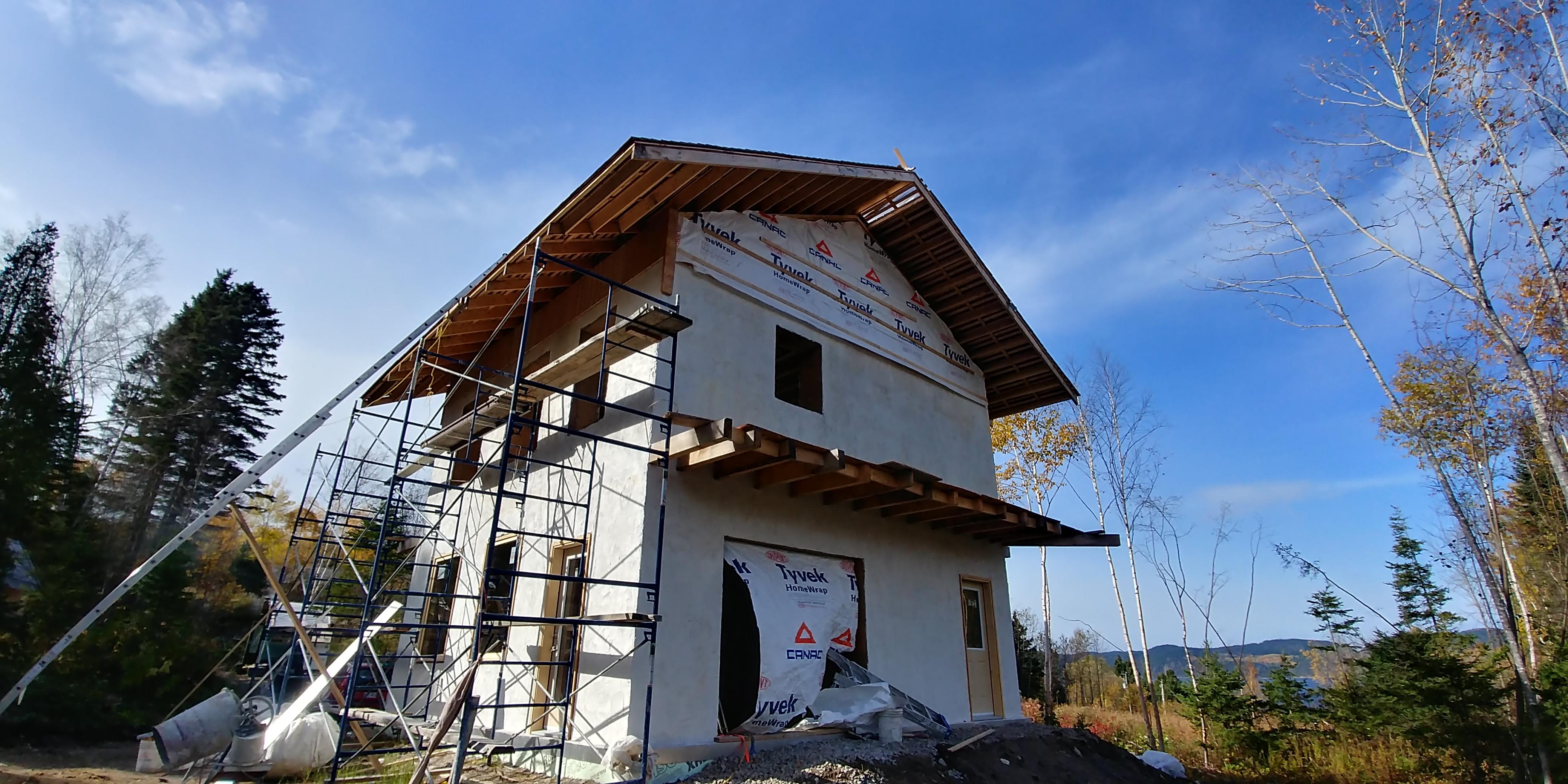 Maison isolée en paille